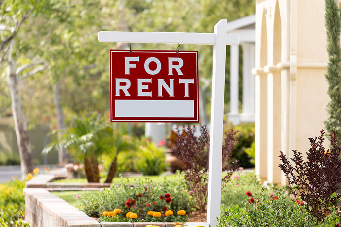 rent-sign-front-yard